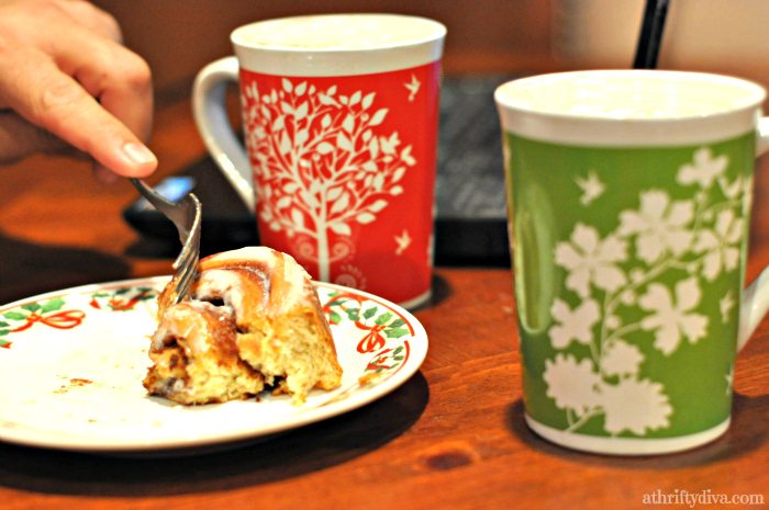 Starbucks Limited Edition Holiday Blend with Sam's Club Artisan Fresh Cinnamon Rolls #DeliciousPairings