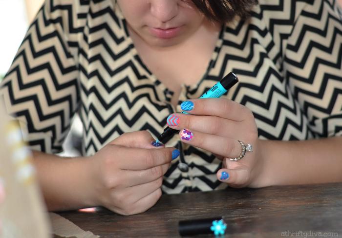 Sally Hansen I Heart Nail Art Walgreens #IHeartMyNailArt Hello Spring Nails Party chevron nails