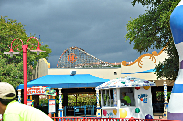 iron rattler and Tailgating at Six Flags Chicken Snack. Our Easy Snack Chicken #ad #ChickenFryTime #cbias