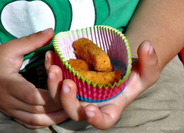 Tailgating at Six Flags for pre amusement park Chicken Snack. Our Easy Snack Chicken #ad #ChickenFryTime #cbias