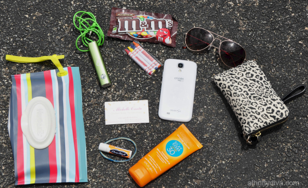 Trending Tuesday: What's In My Bag #HuggiesMomStyle
