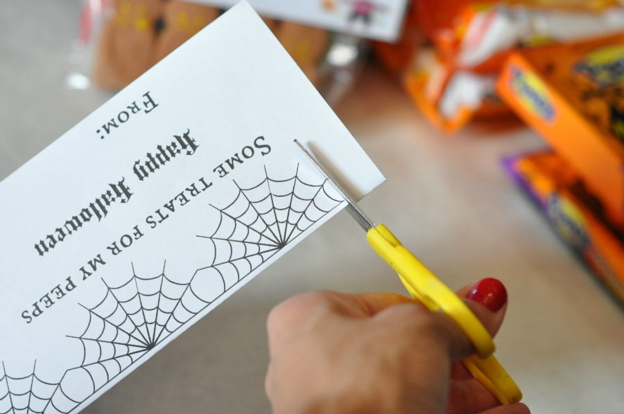 trim edges for halloween goody bag printable