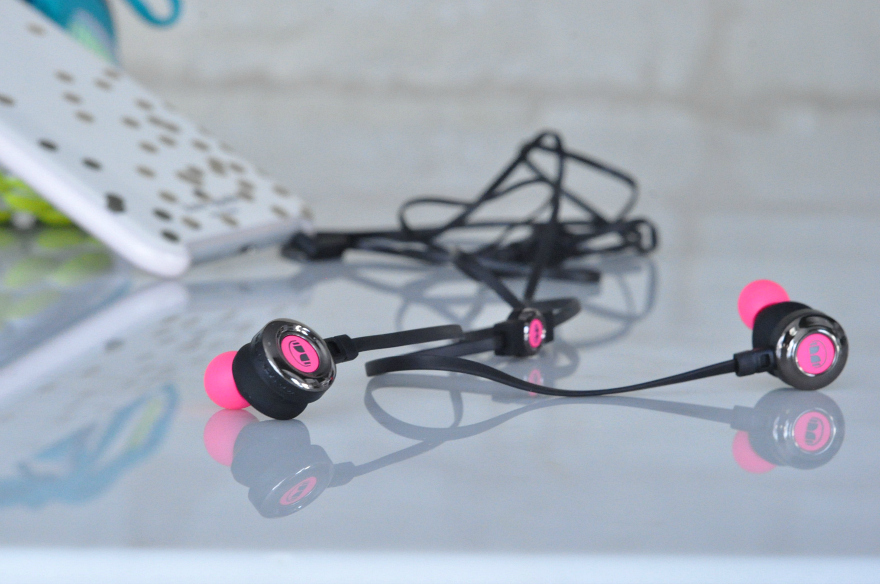 Monster Clarity HD in-ear headphones control talk