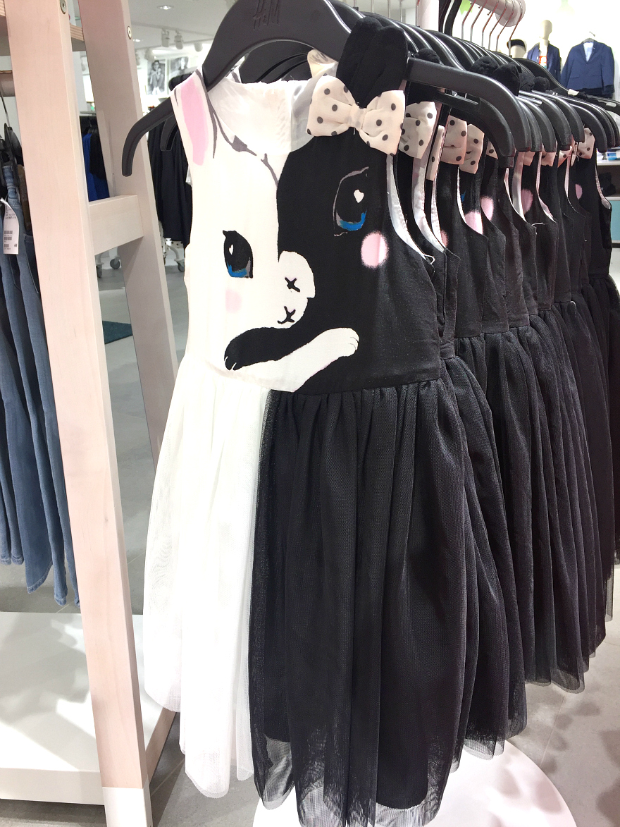H&M girls kitten dress San Antonio Rivercenter Mall Media Preview