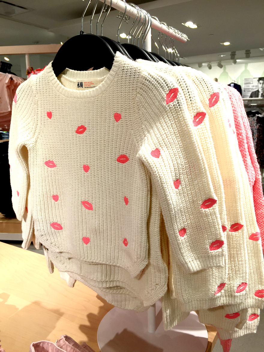 H&M girls sweater San Antonio Rivercenter Mall Media Preview