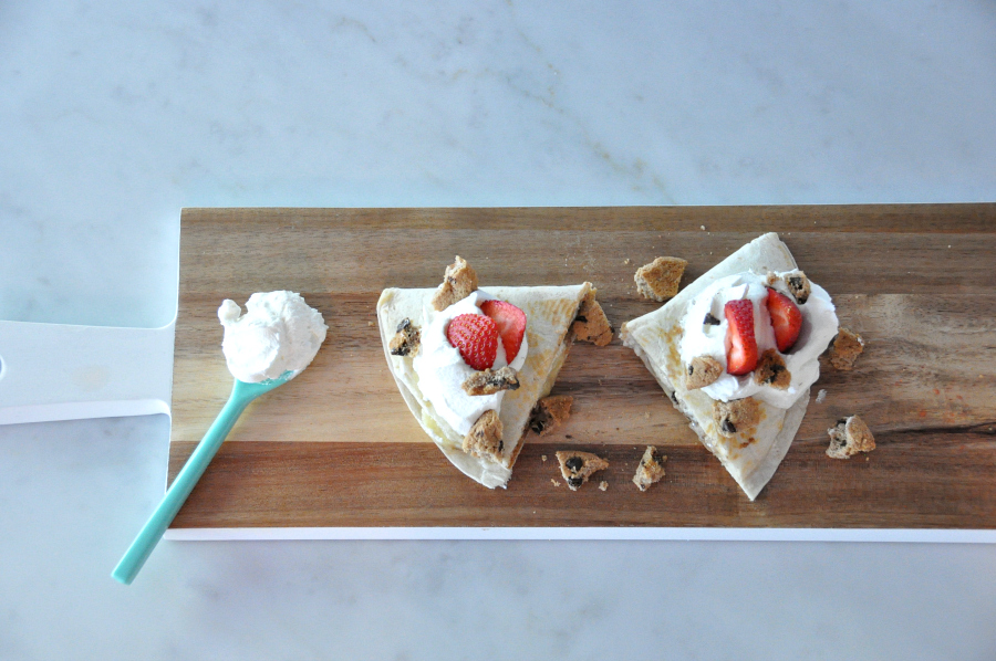 Dia del niño! Sweet Plantain Quesadilla Recipe #ConMasSabor add choppe chips ahoy strawberry slices