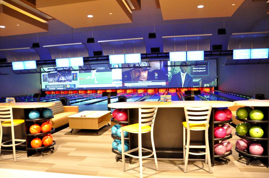 Casa Blanca Santikos Bowling