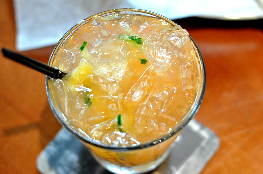 YardHouse PINEAPPLE EXPRESS new amsterdam pineapple vodka, cruzan pineapple rum, monin mojito, fresh pineapple, mint