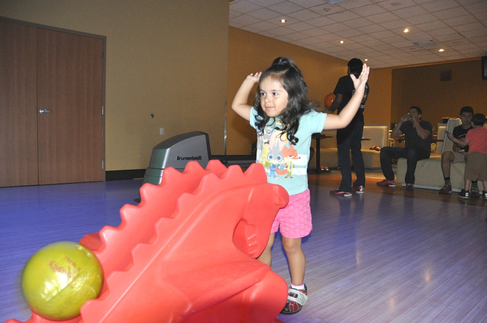 Bowling at Main Event. Fun Places For Kids in San Antonio | Main Event Parties
