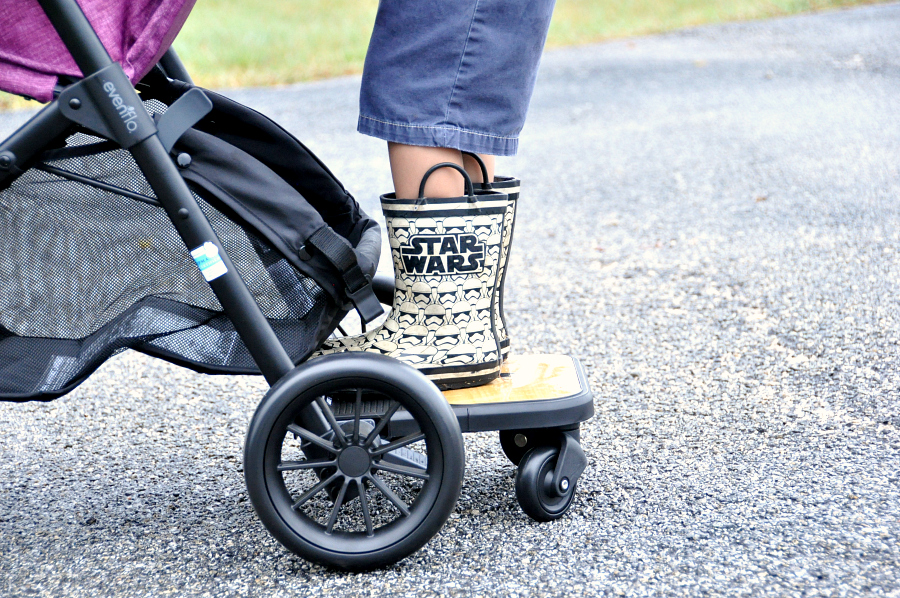 up close with the Evenflo Sibby Travel System Ride-Along Board