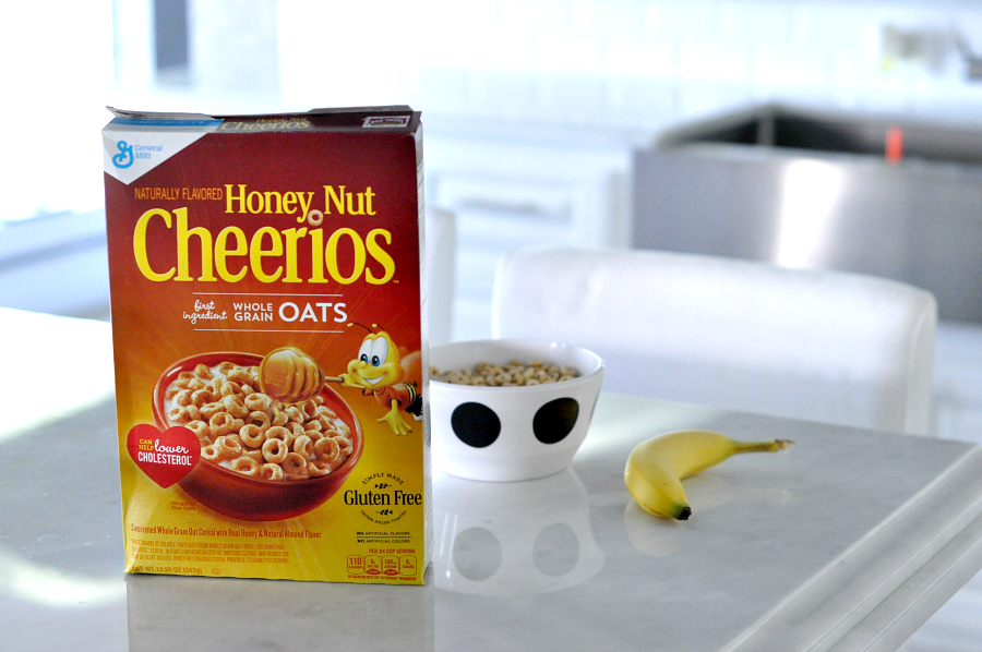 Cereal con Cariño with honey nut cheerios for breakfast