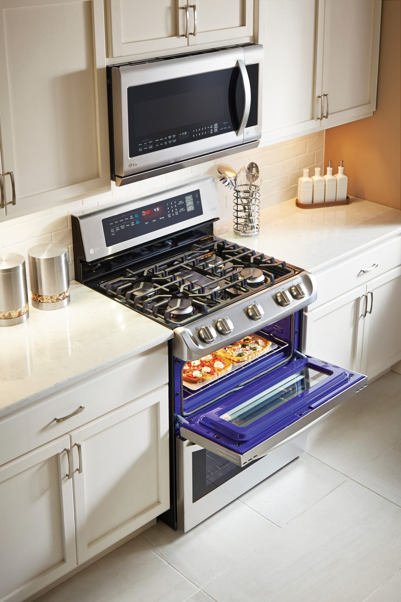 ProBake Convection™ – Baked to Perfection on Every Rack