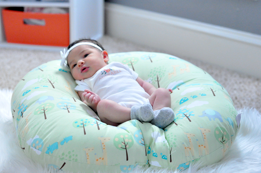 newborn-awake-play-on-the-boppy-lounger