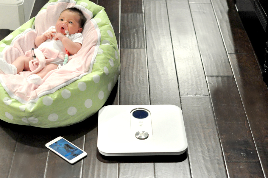 Track Babies weight with the Motorola MBP84SN Smart Nursery Mother & Baby Scale