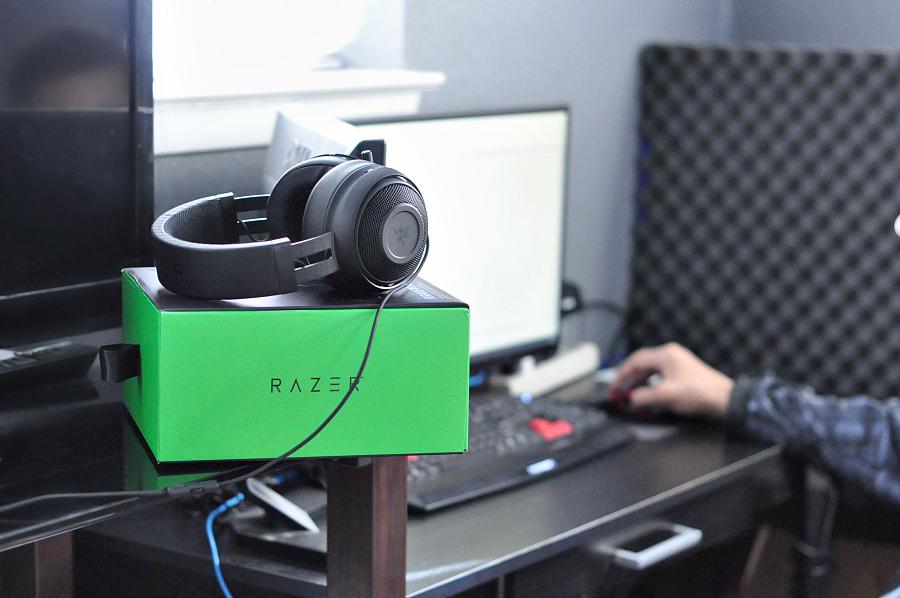 RAZER Kraken Pro V2 headphones Review Gift guide